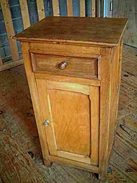 Table de nuit en ch ne et tilleul antiquites brocante - Table de nuit ancienne ...