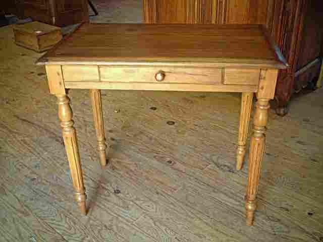 Tables bureau anciennes en h tre pieds tourn s for Bureau meuble ancien