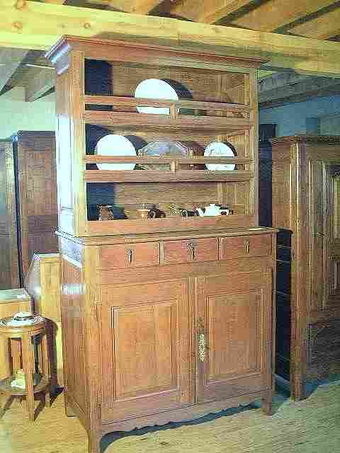 vaisselier campagnard ancien rustique en ch ne et merisier antiquites brocante meubles anciens. Black Bedroom Furniture Sets. Home Design Ideas