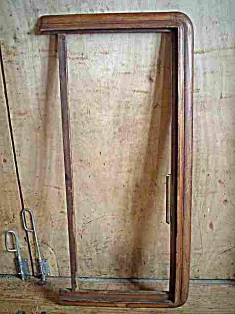 armoire ancienne corniche duarmoire ancienne en noyer. Black Bedroom Furniture Sets. Home Design Ideas