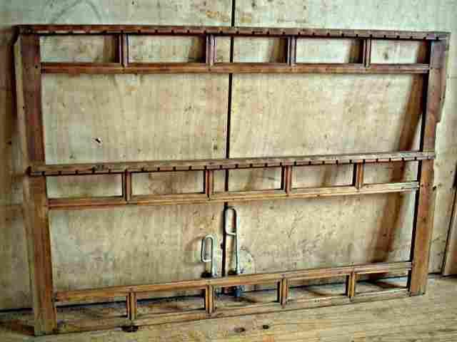fa ade de vaisselier ancien en merisier support pour couverts antiquites brocante meubles. Black Bedroom Furniture Sets. Home Design Ideas