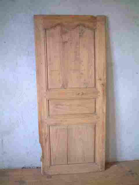 Une porte ancienne de bonneti re en tilleul antiquites for Meuble ancien une porte
