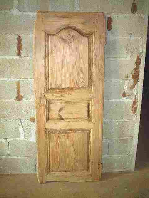 Une porte de bonnet re ancienne en pin restaurer for Vieux meubles a restaurer