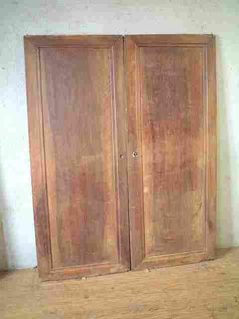 Paire de portes en noyer louis philippe antiquites for Meuble ancien une porte