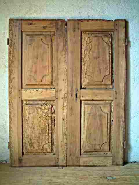 Une paire de portes louis 14 restaurer en noyer ancienne for Restaurer une chaise ancienne