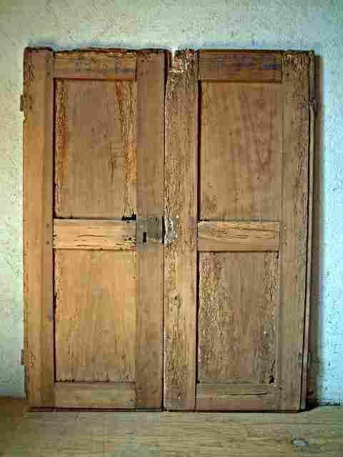 Une paire de portes louis 14 restaurer en noyer ancienne for Restaurer vieux meuble