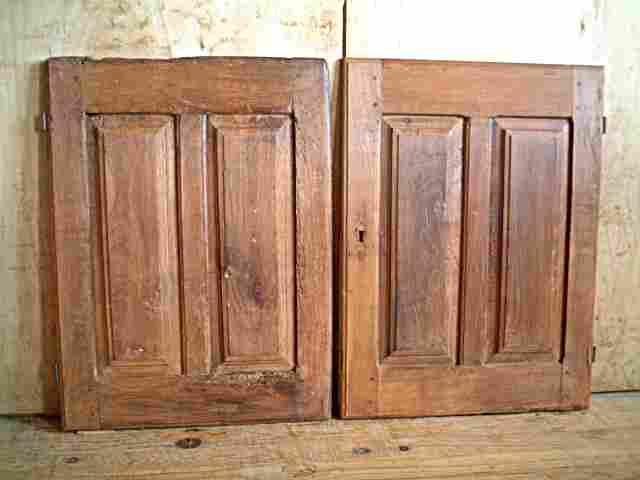 Une paire de portes de bahut bas louis xiii ancienne en for Meuble ancien une porte