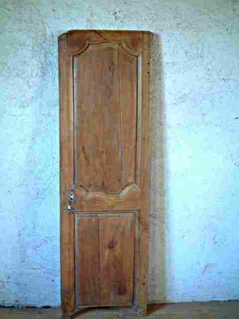 Une porte moulur e ancienne l xv en merisier belle patine for Meuble ancien une porte