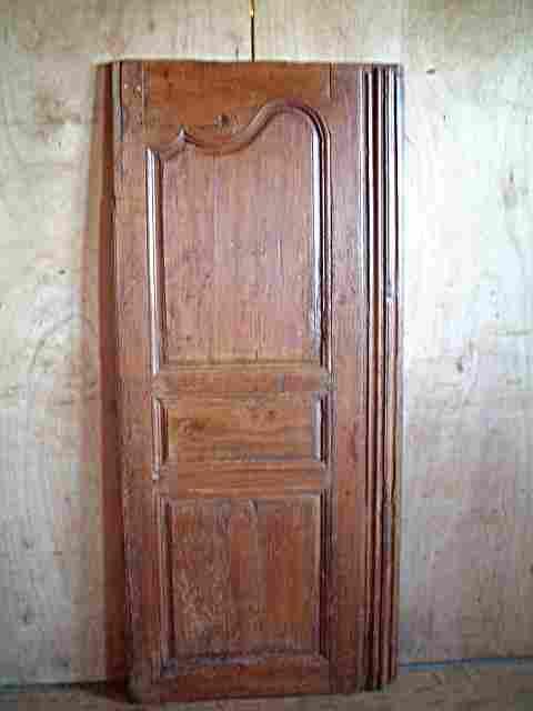 Une porte en merisier ancienne rustique mouvement louis for Meuble ancien une porte