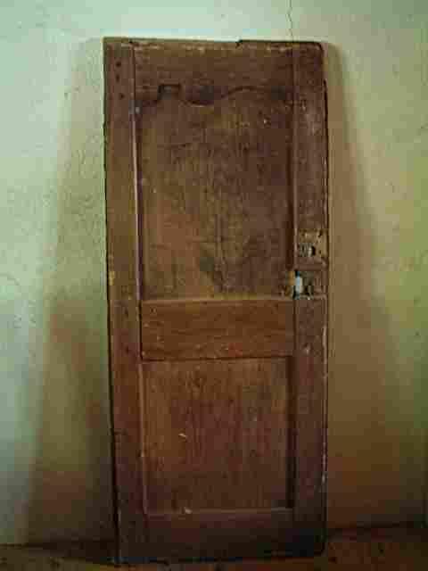 Une porte en pin restaurer de bonneti re rustique et for Restaurer meuble ancien