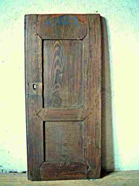Une porte moulur e rustique 2 panneaux patine ancienne for Meuble ancien une porte