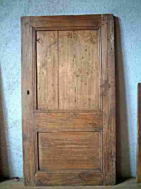 Une porte rustique et campagnarde deux panneaux en for Meuble ancien une porte