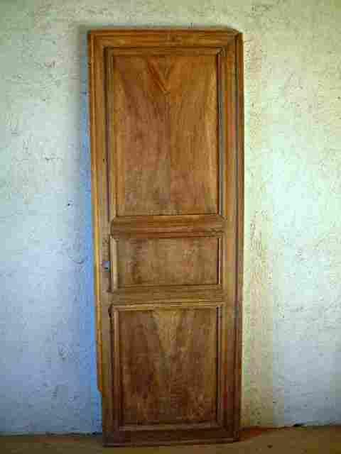 1 porte ancienne restaurer en noyer philipparde for Restaurer meuble ancien