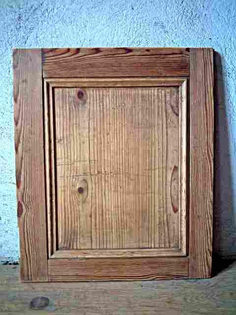 Une porte ancienne et rustique en pichepin bois sain for Meuble ancien une porte