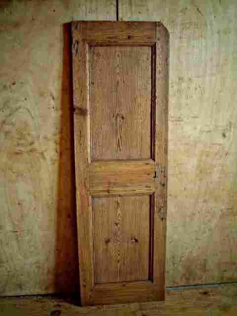 une porte en sapin rustique antiquites brocante meubles anciens. Black Bedroom Furniture Sets. Home Design Ideas