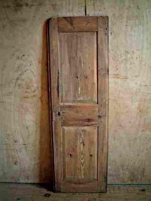 Une porte en sapin rustique antiquites brocante meubles for Meuble une porte