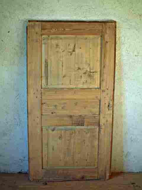 Une porte rustique restaurer large en sapin et tilleul for Meuble ancien une porte