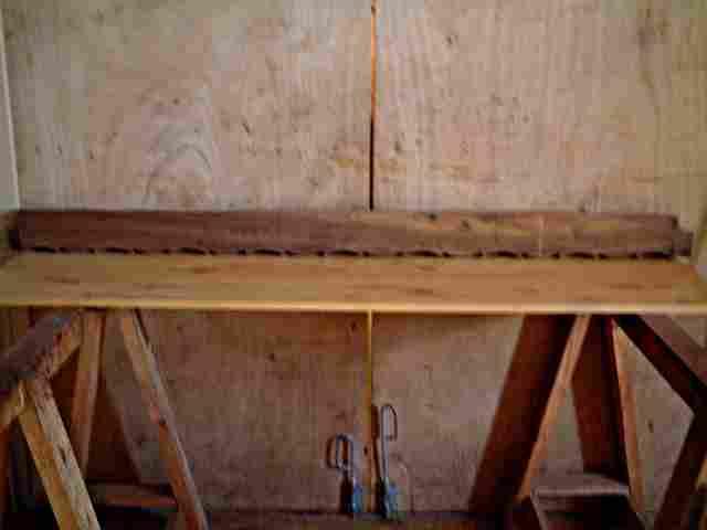 traverse en noyer basse de meuble ancien antiquites brocante meubles anciens. Black Bedroom Furniture Sets. Home Design Ideas