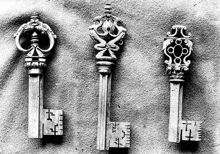Cl s anciennes objets d 39 art histoires des cl s et leurs for Collection de porte clefs