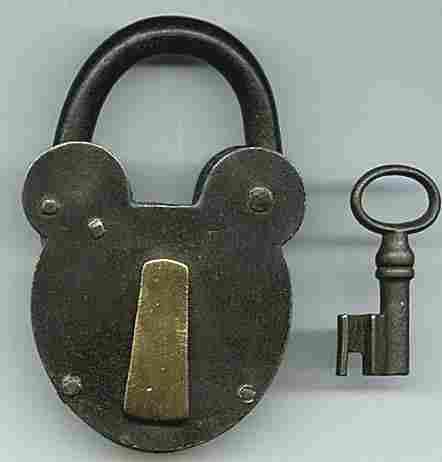 cadenas anciens et leurs clefs histoires des cl s et leurs serrures. Black Bedroom Furniture Sets. Home Design Ideas