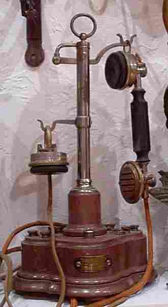 Nouveau MyZE - I Telephone-ancien-mobile-Dunyach-Leclerc-1920