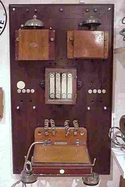 les anciens t l phones la marque ader histoire et t l phones d 39 autrefois. Black Bedroom Furniture Sets. Home Design Ideas
