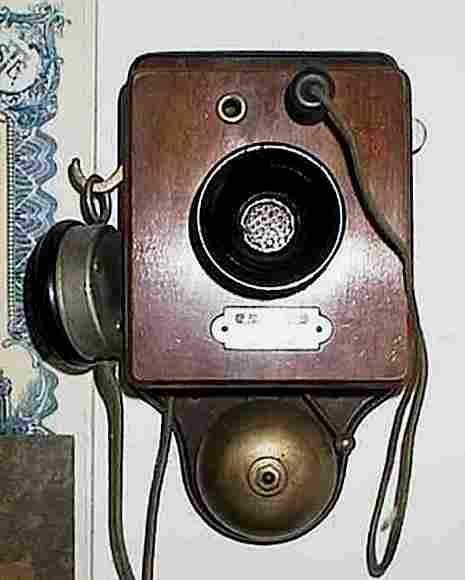 les t l phones muraux de 1920 et plus histoire et t l phones d 39 autrefois. Black Bedroom Furniture Sets. Home Design Ideas