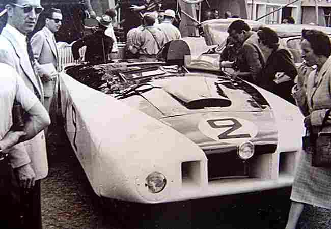 cadillac le monstre voiture de course de 1950 voitures. Black Bedroom Furniture Sets. Home Design Ideas