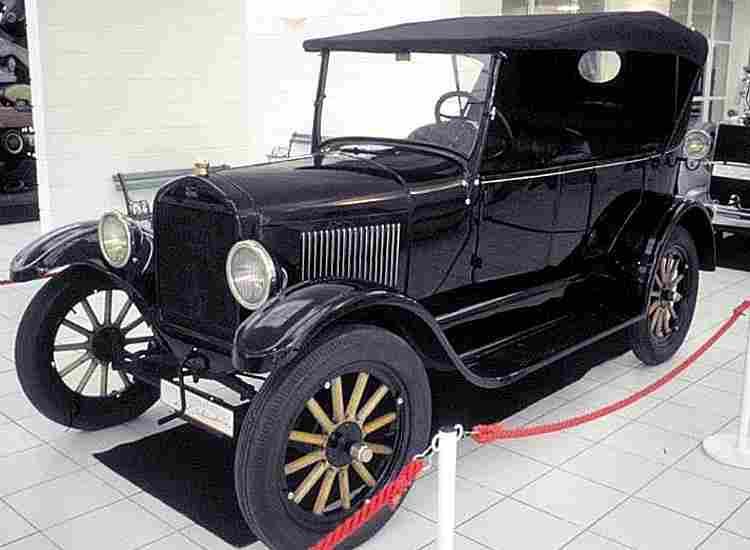 les voitures anciennes de 1910 1919 voitures anciennes. Black Bedroom Furniture Sets. Home Design Ideas
