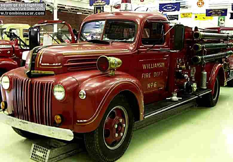 sandford fire engine ancien camion pompier de 1942 voitures anciennes de collection v2. Black Bedroom Furniture Sets. Home Design Ideas