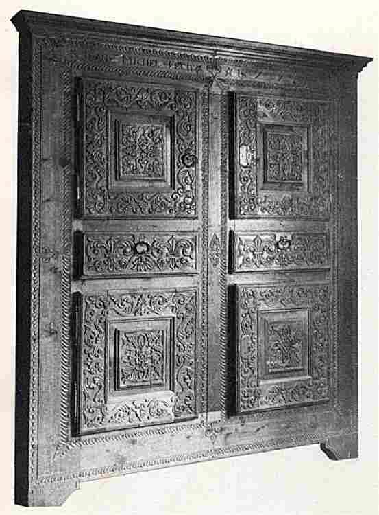 Les armoires anciennes en images meubles anciens une for Meuble queyras