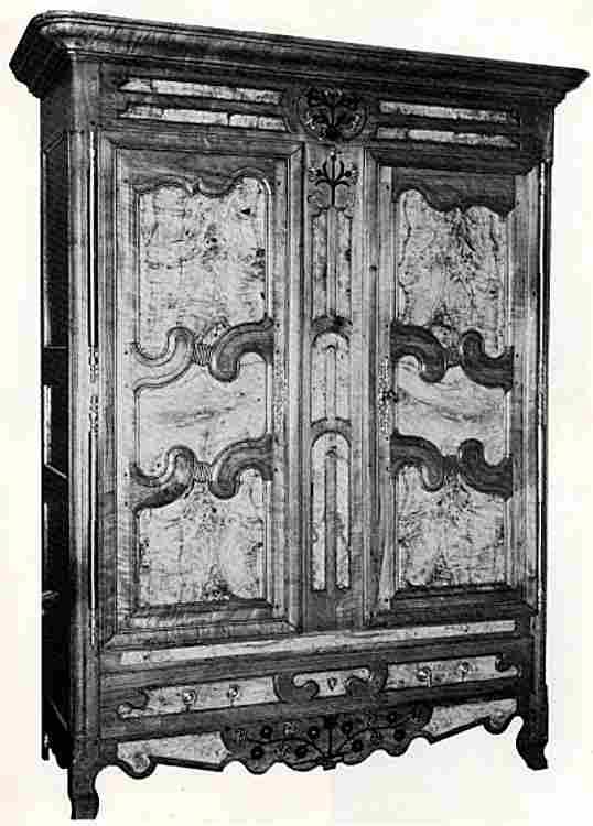 les armoires anciennes en images meubles anciens une. Black Bedroom Furniture Sets. Home Design Ideas