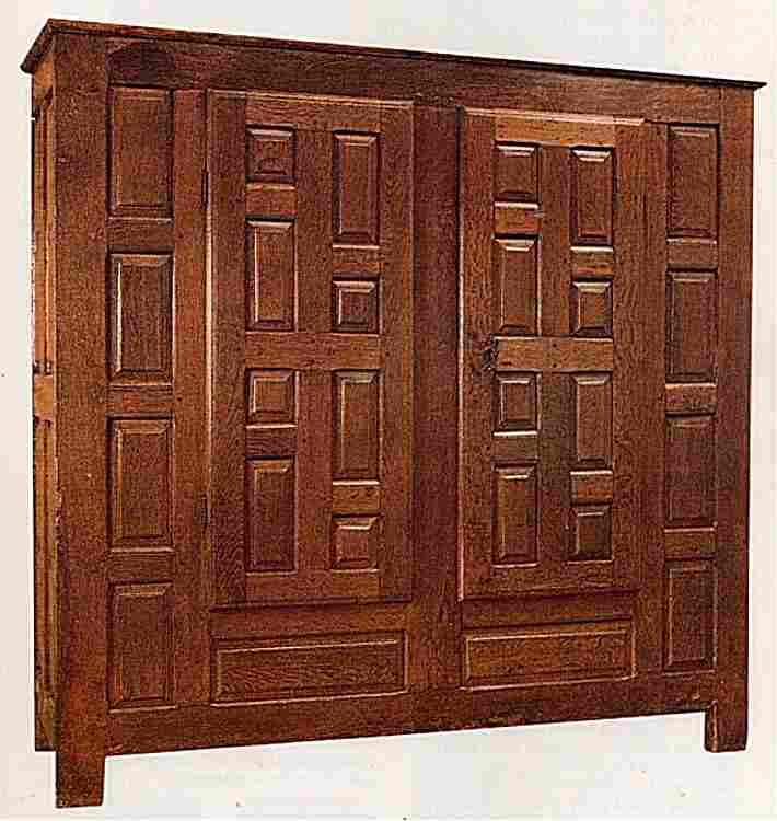 les armoires anciennes en images meubles anciens une valeur refuge. Black Bedroom Furniture Sets. Home Design Ideas