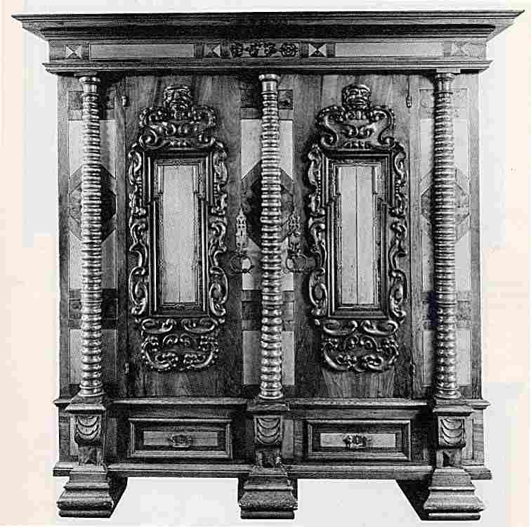Les armoires anciennes en images meubles anciens une - Valeur des meubles anciens ...