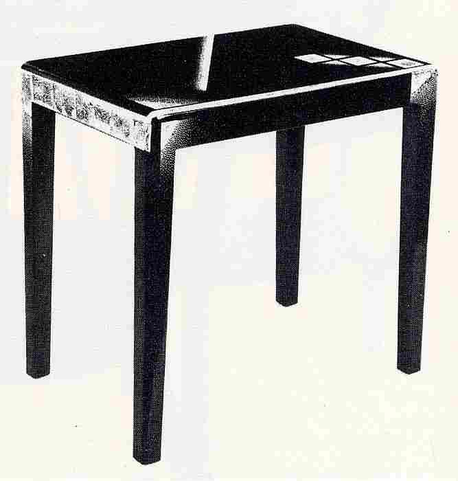 Les meubles d 39 appoint en images meubles anciens une - Petit meuble noir laque ...